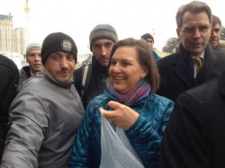 Nuland and Pyatt distributing 'freedom cookies' to protestors in Kiev