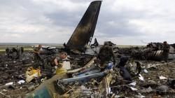 East Ukrainian rebels inspect the crash site of MH17